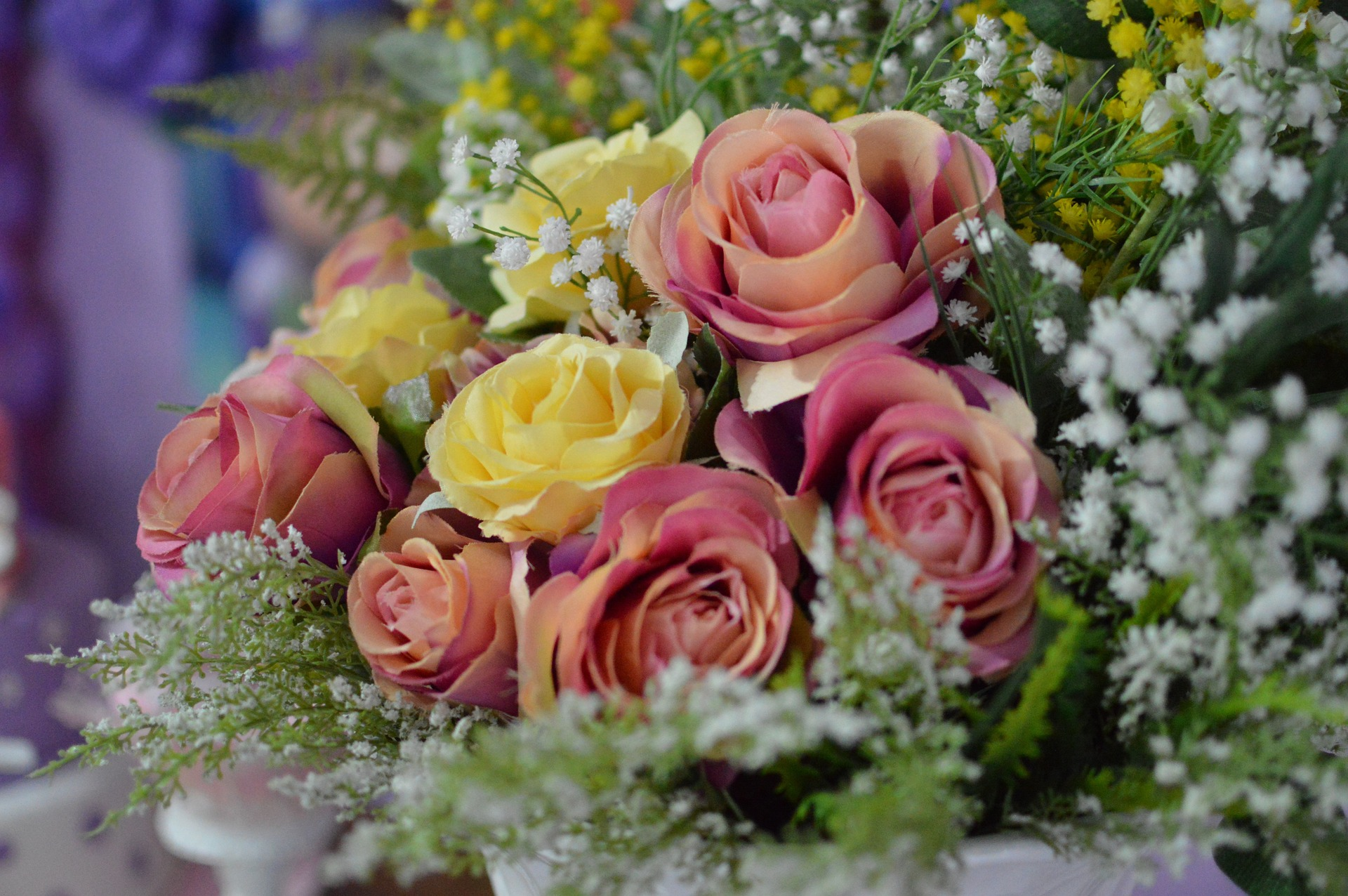 Kiedy warto zdecydować się na sztuczne kwiaty?