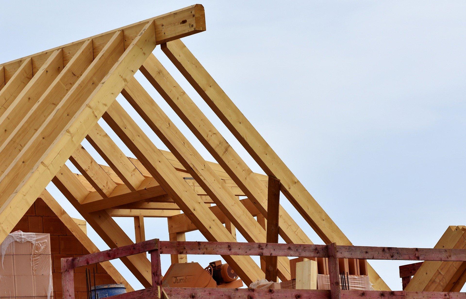 Budowa dachów – jak przebiega i co trzeba wiedzieć na jej temat?